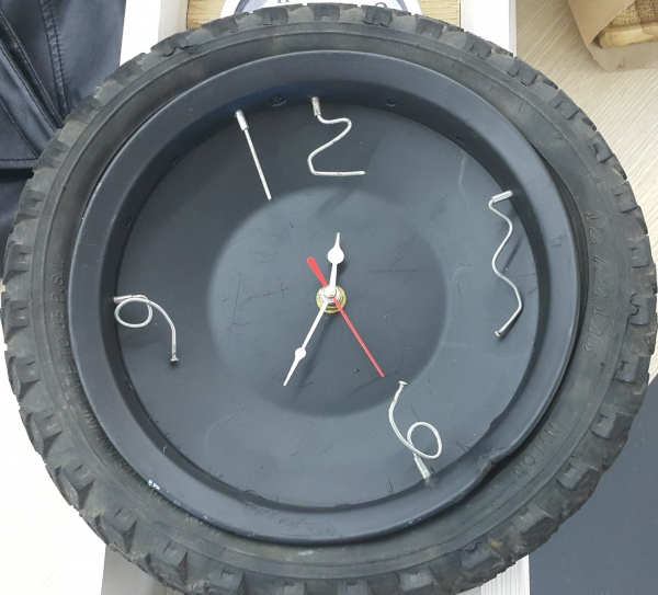 Wall clock design made with recycled materials